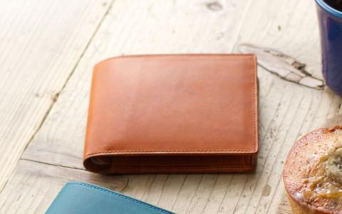 日本製の二つ折り革財布
